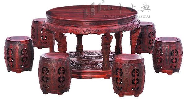 手绘传统花纹桌椅